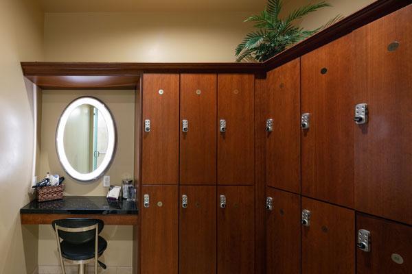 deja-vu-med-spa-lockers